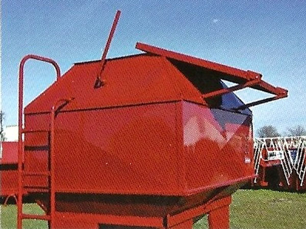 Portable Feed Storage Bins : Feed train half ton mobile bulk bin